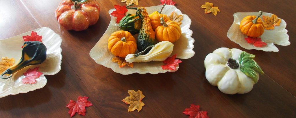 Table with gourds